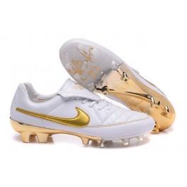 hot sale online b383d 20d0a 2016 Men s Soccer Boots Nike Tiempo Legend V FG R10 White Golden