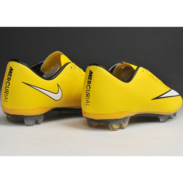 low priced 31f23 7ca6c Mens New Soccer Shoes Nike Mercurial Vapor X FG Yellow White